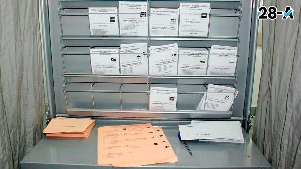 Papeletas preparadas en un colegio electoral.