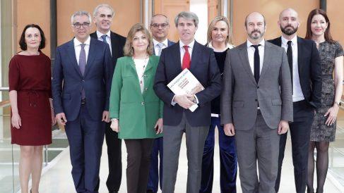 Ángel Garrido con su Gobierno regional. (Foto. Comunidad)