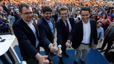 Pablo Casado, Teodoro García Egea y Fernado López Miras en Murcia. (Foto: Europa Press)
