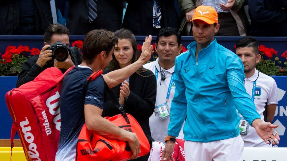 Ferrer se despide de Nadal a su salida de la pista. (EFE)