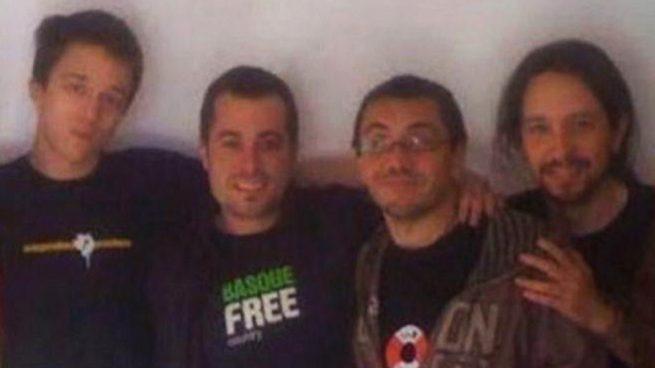 Así de sonrientes se hacían fotos Iglesias, Monedero y Errejón con el proetarra Arconada