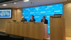 Tomás Varela, Jaime Guardiola y Gabriel Martínez, de Banco Sabadell (foto Mario Moratalla)