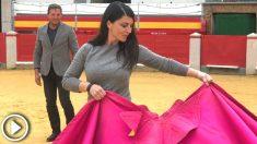 La candidata de Vox por Granada, Macarena Olona, salta al ruedo para apoyar la tauromaquia