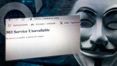 La máscara que caracteriza al grupo de hackers Anonymous, junto a una captura de la web de OKDIARIO caída.
