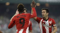 Markel Susaeta felicita Iñaki Williams (AFP)