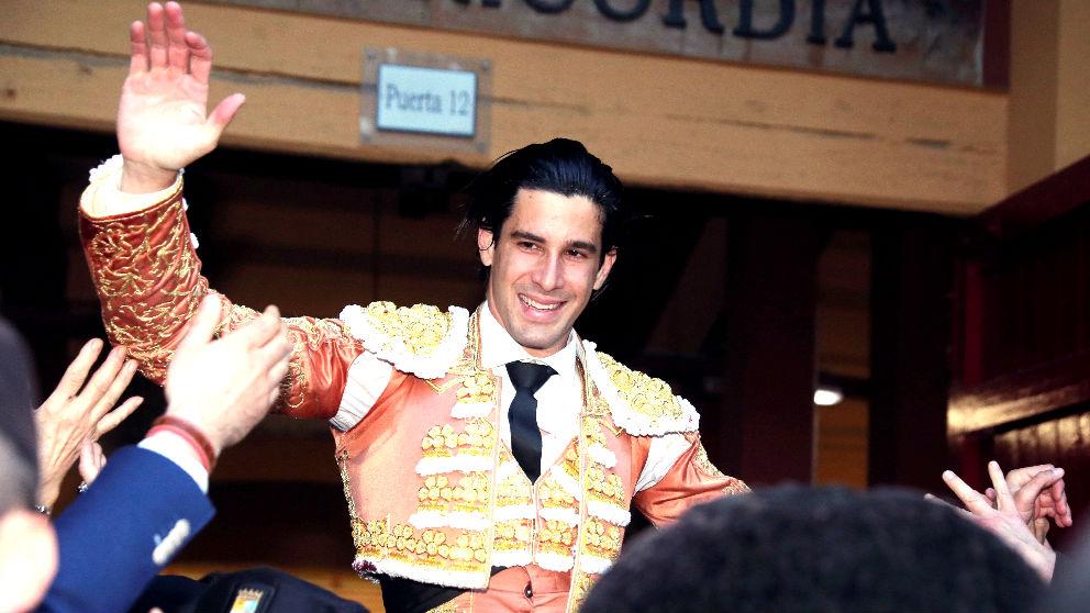 Alberto López Simón sale a hombros este sábado en Zaragoza (Foto: EFE).