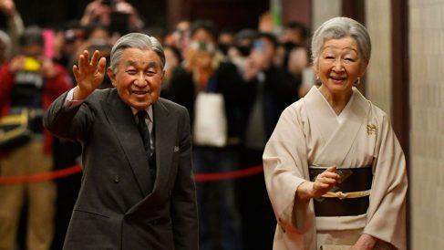 El emperador de Japón Akihito y su mujer.