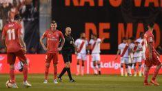 Los jugadores del Real Madrid tras encajar el 1-0 en Vallecas. (Getty)