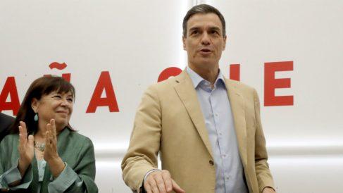Pedro Sánchez junto a Cristina Narbona el pasado lunes en Ferraz.