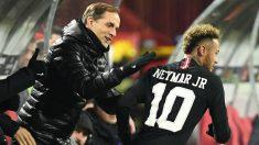Tuchel felicita a Neymar en un partido del PSG. (AFP)