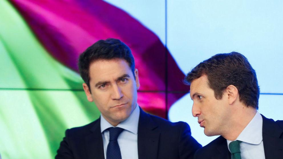 Pablo Casado conversa con Teodoro García-Egea