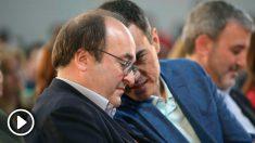 El presidente del Gobierno, Pedro Sánchez, durante la clausura de la convención municipal del PSC en Tarragona, junto al líder del PSC Miquel Iceta. Foto: EFE