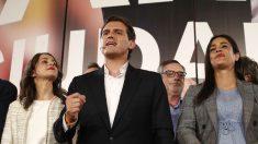 Albert Rivera, Inés Arrimadas y Begoña Villacís celebran los resultados de Ciudadanos el 28-A. (EP)