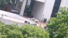 Agentes del Sebin y FAES, armados, en las puertas del hotel Eurobuilding durante el registro
