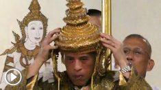 el-rey-de-tailandia-en-el-momento-de-su-coronacion-655×368 copia