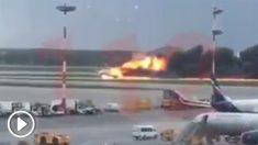 Momento del aterrizaje del avión ruso en llamas.