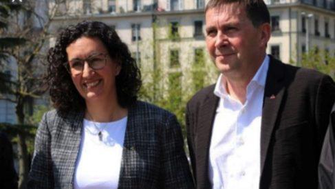 Marta Rovira (ERC) y Arnaldo Otegi (Bildu), atienden a los periodistas tras su reunión en Ginebra.