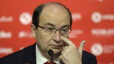 José Castro, presidente del Sevilla, en rueda de prensa (AFP)
