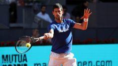 Novak Djokovic se entrena en el Mutua Madrid Open. (EFE)