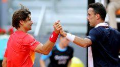 Ferrer y Bautista se saludan al término del partido del Mutua Madrid Open. (EFE)