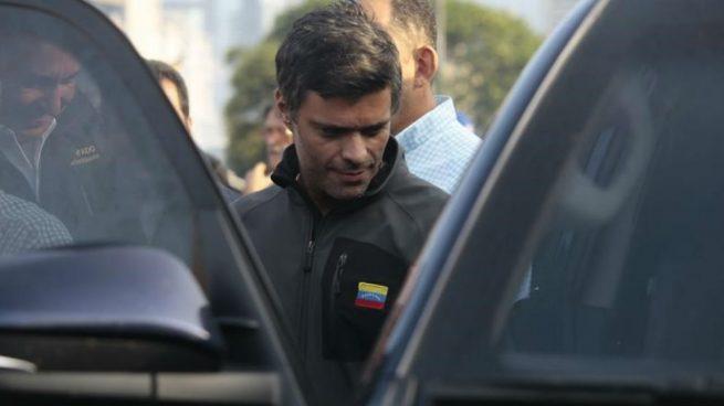España logra relevar a los policías que refuerzan la protección de la Embajada en Caracas donde está Leopoldo López
