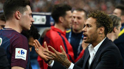 Neymar y Draxler tras un partido del PSG. (AFP)