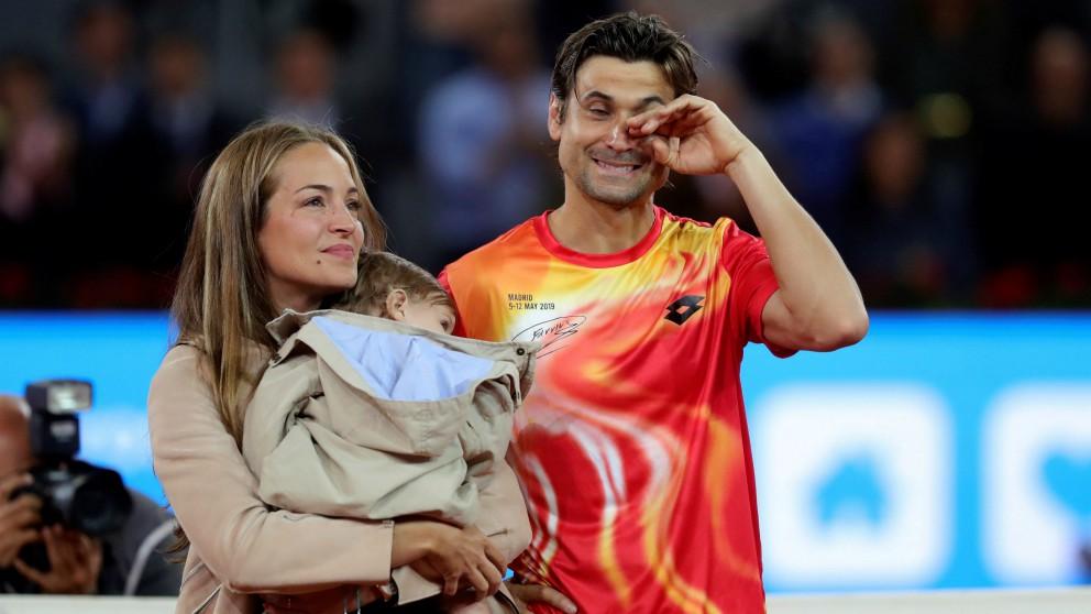 David Ferrer, junto a su mujer y su hijo. (EFE)