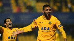 Esteban Burgos celebra un gol con el Alcorcón (Adalcorcón.com)