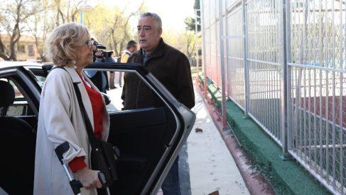 Manuela Carmena visitando recientemente Vallecas en coche. (Foto. Madrid)