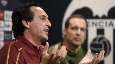 Unai Emery en la sala de prensa de Mestalla (AFP)