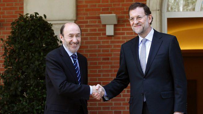 Rajoy elogia a Rubalcaba: «Un gran adversario, que dio altura al debate público»