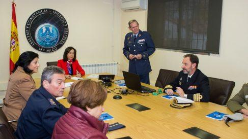Una reunión del Mando de Ciberdefensa con la ministra de Defensa.