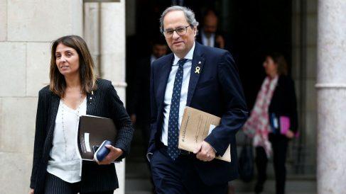 El presidente de la Generalitat, Quim Torra, acompañado por la consellera de Presidencia, Meritxell Budó