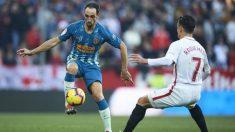 Juanfran Torres y Roque Mesa durante un Sevilla – Atlético de Madrid. (Getty)