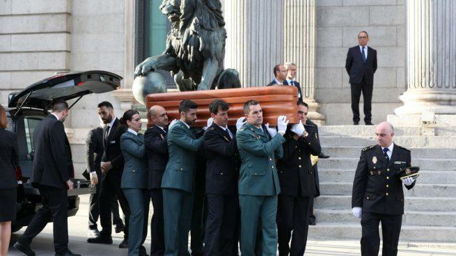 La familia de Rubalcaba entierra sus cenizas en el madrileño cementerio de La Paz