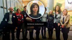 Patricia González en la Samblea de Madrid junto a la dirigente de Podemos Isabel Serra