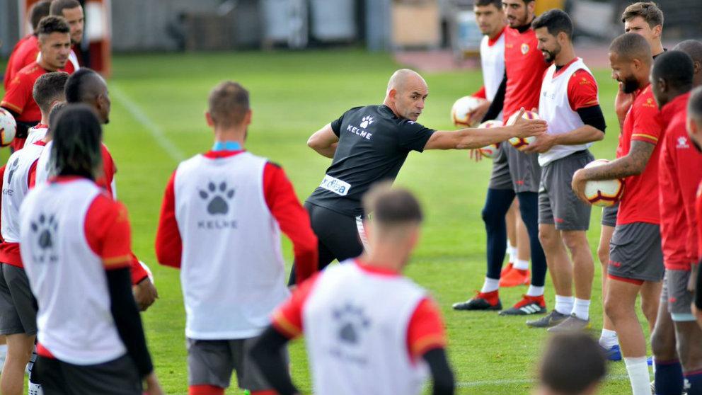 Paco Jémez durante un entrenamiento con el Rayo Vallecano (@RayoVallecano)