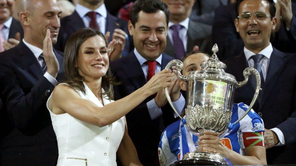 La Reina Letizia entró la Copa de la Reina por primera vez en la historia. (EFE)