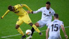 Villarreal y Valencia durante un partido entre ambos (AFP)