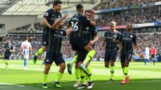 Los jugadores del Manchester City celebran el gol de Laporte contra el Brighton.