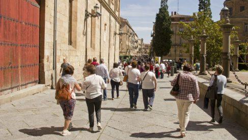 Turistas caminando por Salamanca (Foto: iStock)