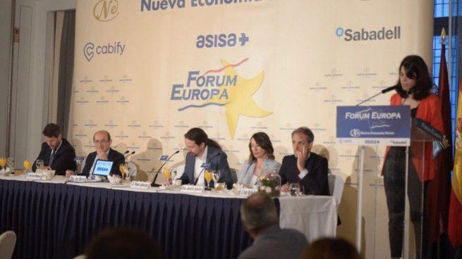 Iglesias presenta a su candidata Serra en un acto patrocinado por sus odiados VTCs y denostados bancos