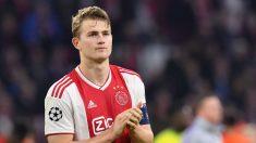 Matthijs de Ligt durante un partido con el Ajax. (AFP).