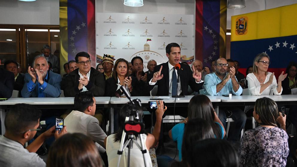 Juan Guaidó en una conferencia de prensa (Foto: AFP)