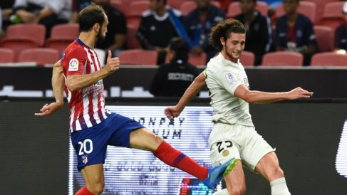 Juanfran Torres ante Rabiot (AFP)