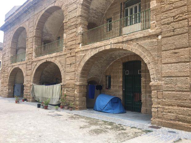 Kichi desaloja a familias 'sintecho' de espacios municipales sin concederles plaza en albergues