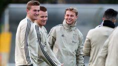 Matthijs De Ligt y Frenkie de Jong en un entrenamiento con el Ajax. (Getty)