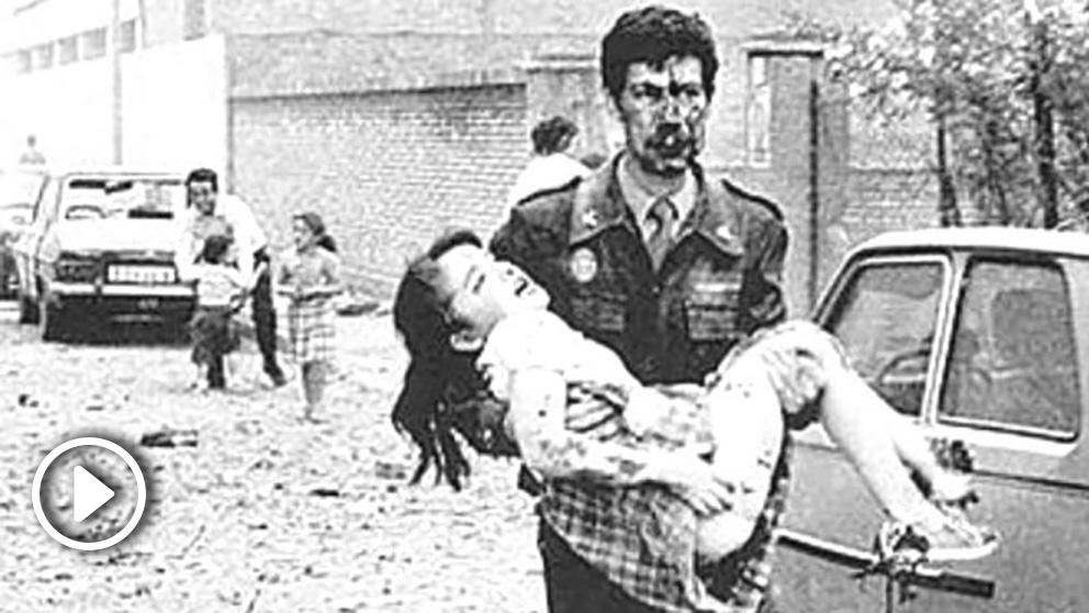 Una de las imágenes que dejó el atentado contra la casa cuartel de la Guardia Civil en Zaragoza en 1987