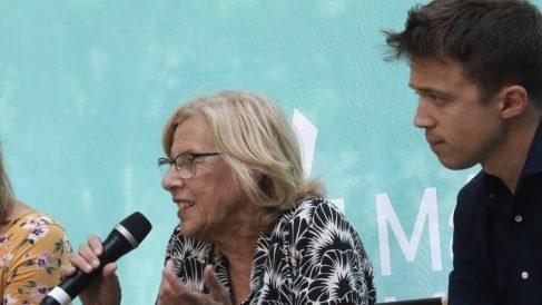 Manuela Carmena en la plaza de Oriente.