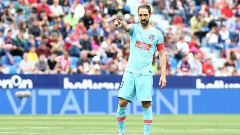 Juanfran Torres luce el brazalete de capitán en su último partido con el Atlético de Madrid (@Atleti)